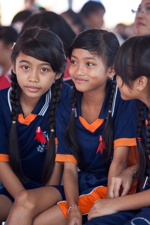 saarshot 3 meisjes Singaraja Wereld Aids Dag