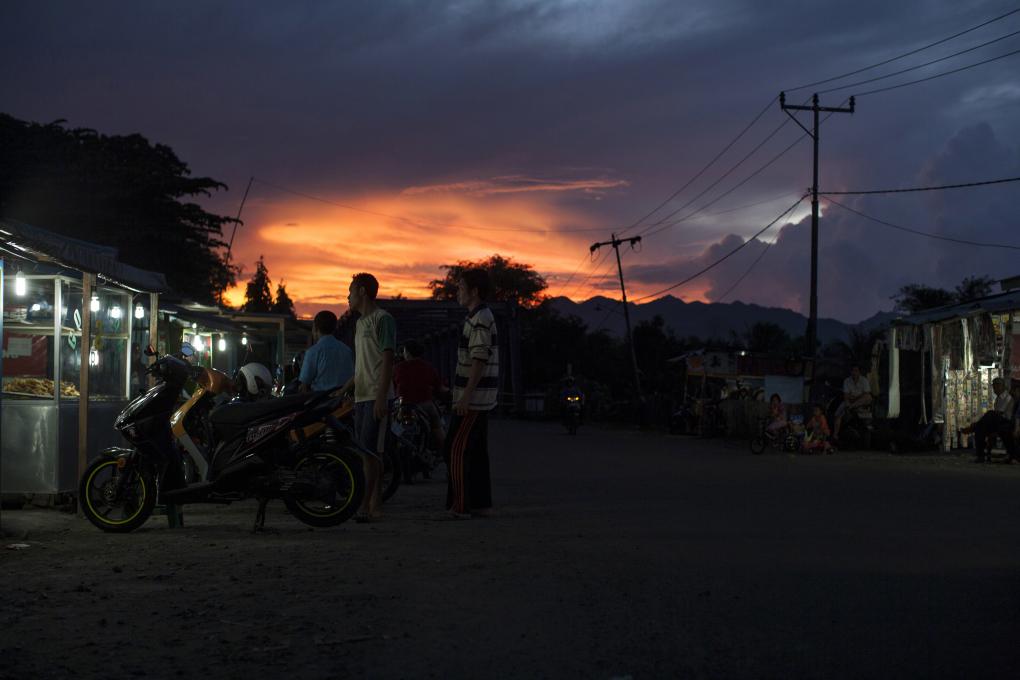 zonsondergang marktkraam indonesië saarshot