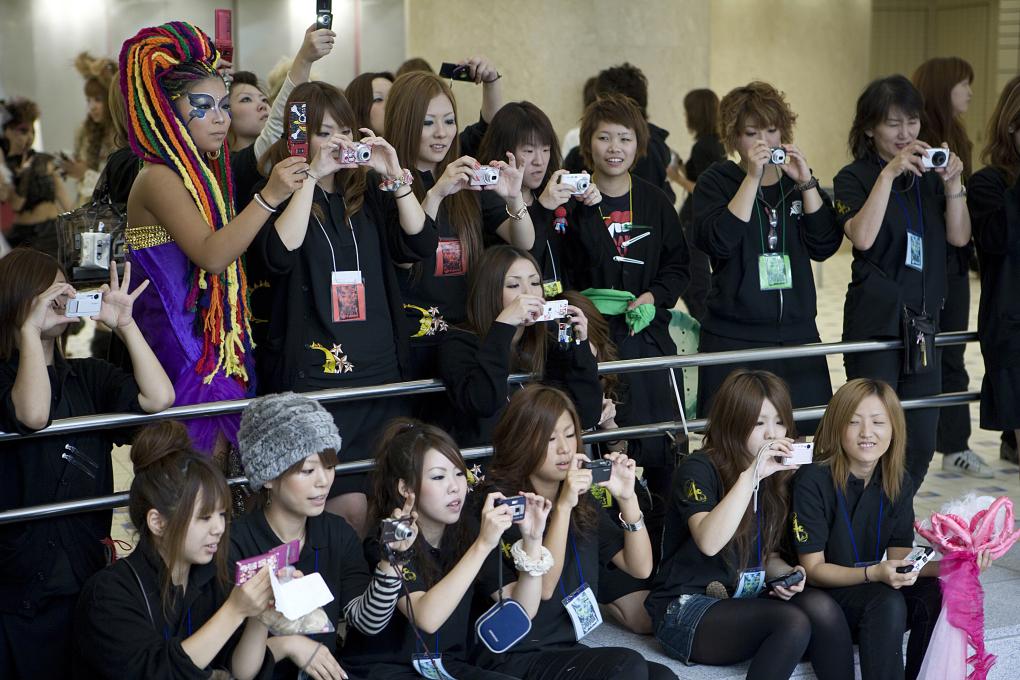 saarshot meisjes met cameras